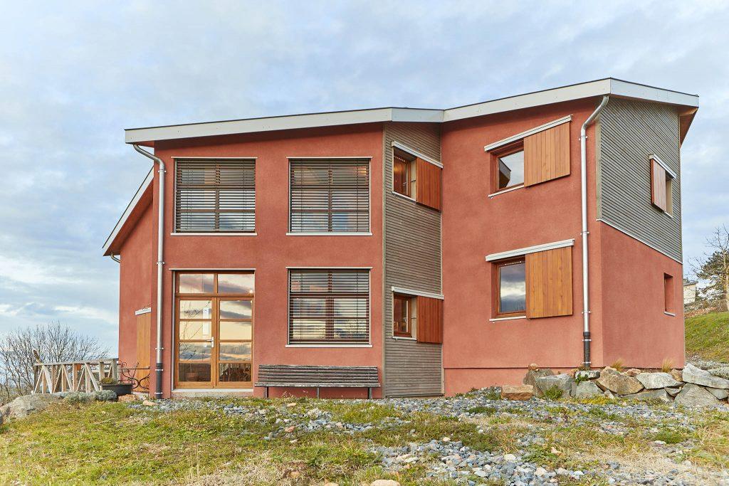 Construction d'une maison verte individuelle où il fait bon vivre