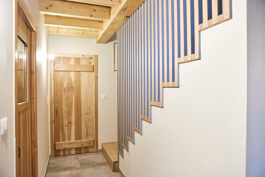 Création d'un escalier contemporain en bois noble