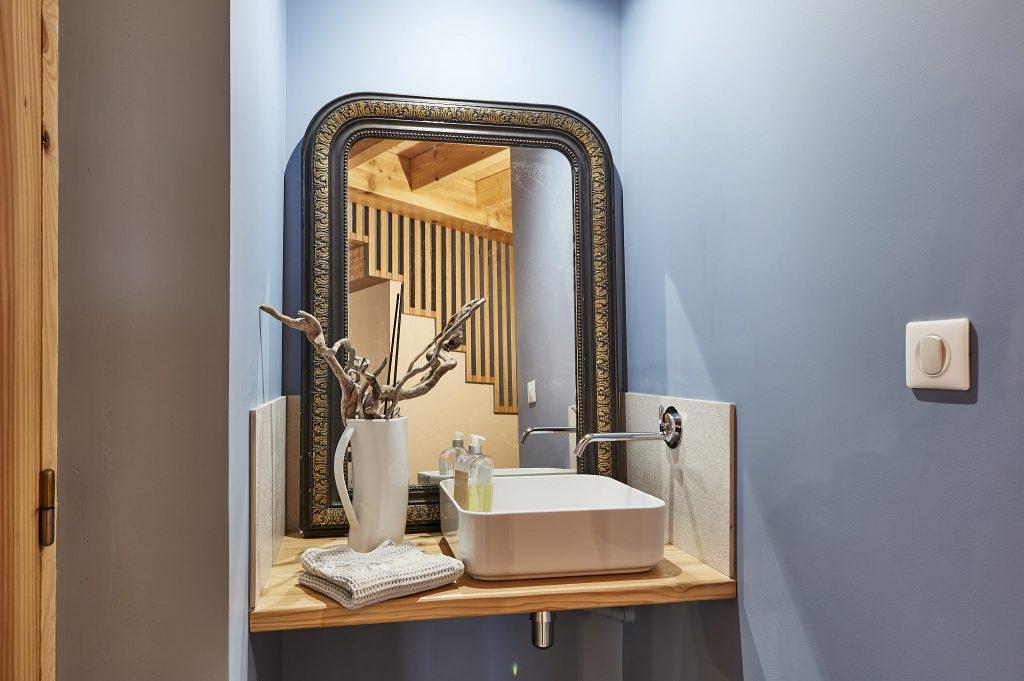 Création d'un espace pour se laver les mains. Création Créaéco Architecte DPLG Virginie Cherpin